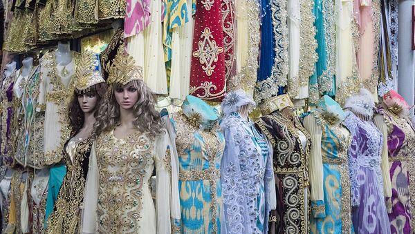 Одежда на рынке в Ташкенте - Sputnik Узбекистан