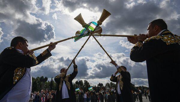 Шествие участников фестиваля Спасская башня - Sputnik Ўзбекистон