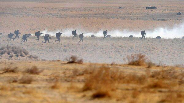 Узбекские военные во время учений - Sputnik Ўзбекистон