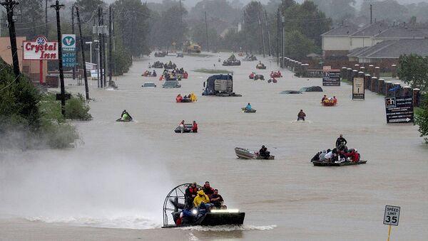 Улица Хьюстона, затопленная в результате урагана Харви. 28 августа 2017 - Sputnik Ўзбекистон
