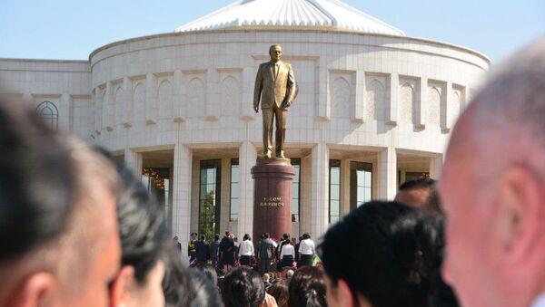 В Ташкенте открыли памятник первому Президенту Узбекистана Исламу Каримову - Sputnik Ўзбекистон
