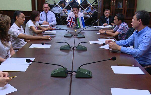 Видеоконференция Госкомтуризма Узбекистана, Посольства РУз в Лондоне и представителей туриндустрии стран - Sputnik Узбекистан
