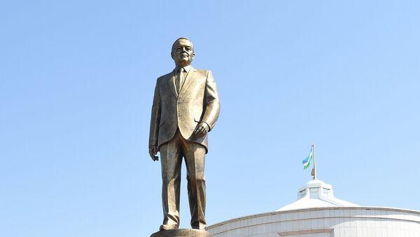 В Ташкенте открыт памятник Первому Президенту Республики Узбекистан Исламу Каримову - Sputnik Ўзбекистон