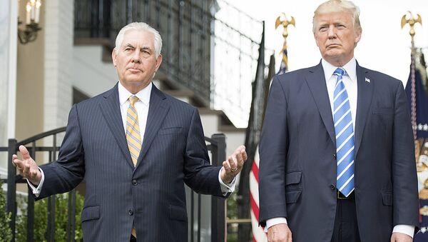 Prezident SSHA Donald Tramp i Gossekretar Reks Tillerson - Sputnik Oʻzbekiston