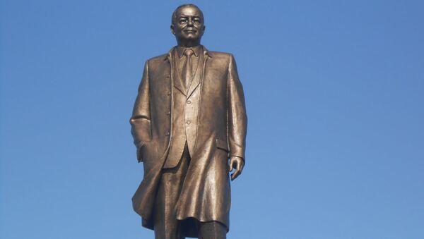 В центре Самарканда открыли памятник Исламу Каримову - Sputnik Ўзбекистон
