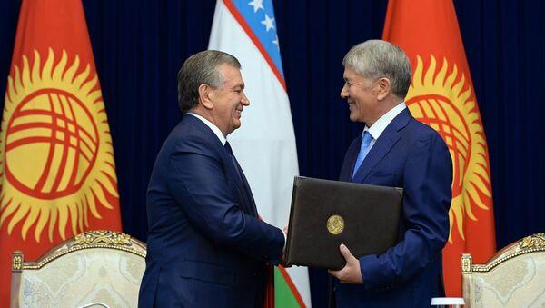 Qirgʻiziston prezidenti Almazbek Atambayev va Oʻzbekiston prezidenti Shavkat Mirziyoyev uchrashuvi - Sputnik Oʻzbekiston