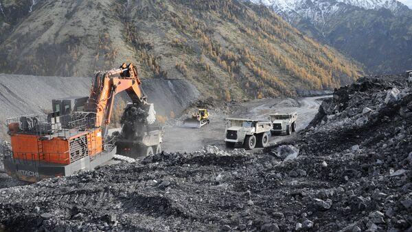 Добыча угля на Апсатском угольном месторождении в Забайкальском крае - Sputnik Ўзбекистон