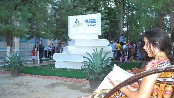 В Навои установили памятник книге - Sputnik Ўзбекистон