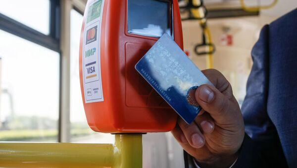 Оплата проезда электронными картами, архивное фото - Sputnik Ўзбекистон