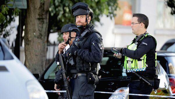 Полиция у станции метро Парсонс-Грин в Лондоне - Sputnik Ўзбекистон