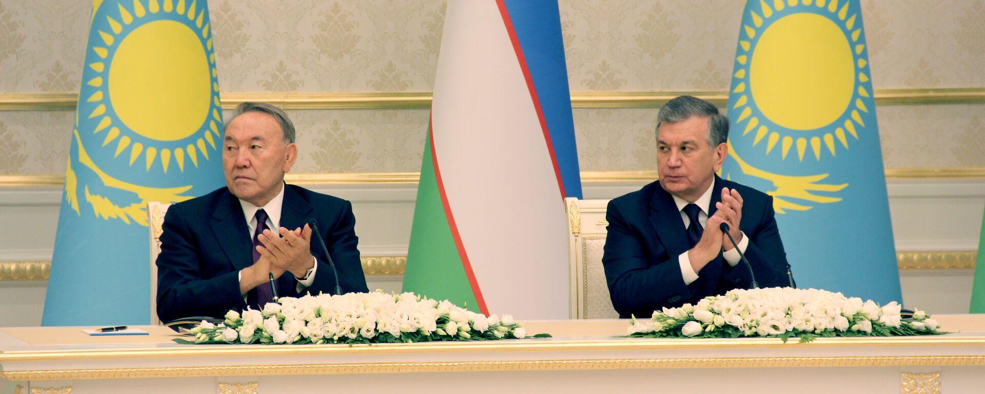 Президенты Узбекистана и Казахстана Шавкат Мирзиёев и Нурсултан Назарбаев - Sputnik Узбекистан, 1920, 06.07.2021