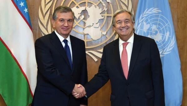 Президент Республики Узбекистан Шавкат Мирзиёев с Генеральным секретарем Организации Объединенных Наций Антониу Гутерришем - Sputnik Узбекистан