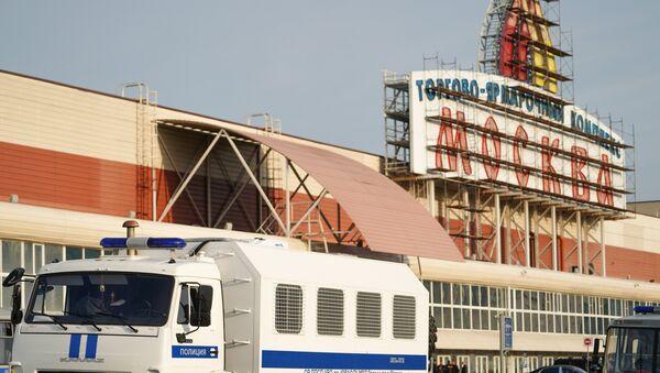 Полицейский рейд в ТЦ Москва - Sputnik Узбекистан