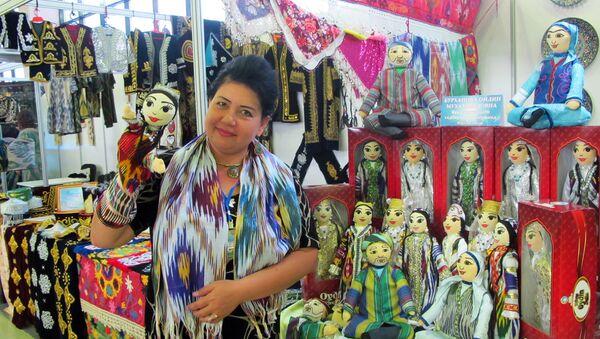 Мастерица Ойдина Бурханова из Ферганы шьет кукол с 5 лет - Sputnik Ўзбекистон