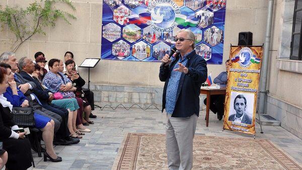 Российский центр науки и культуры в Ташкенте отпраздновал 85-летие поэта Роберта Рождественского - Sputnik Узбекистан