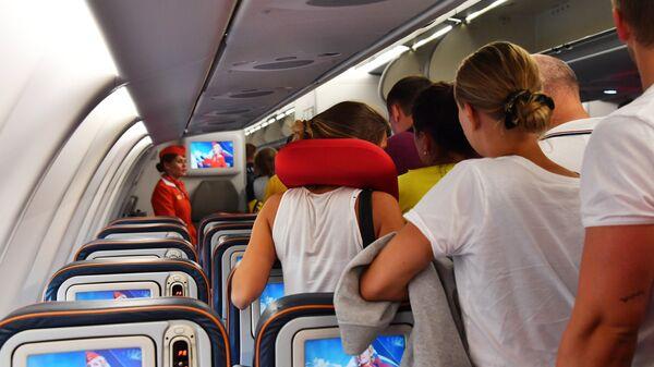 Пассажиры в самолете, архивное фото - Sputnik Ўзбекистон