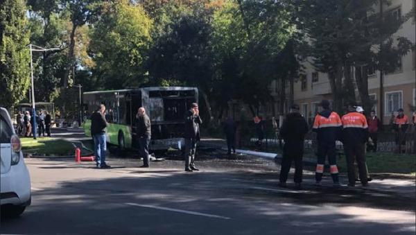 В Ташкенте выгорел рейсовый автобус - Sputnik Ўзбекистон