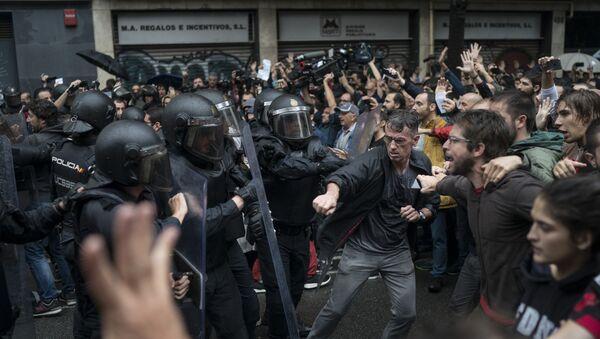 Каталония, столкновения полиции и сторонников референдума - Sputnik Ўзбекистон