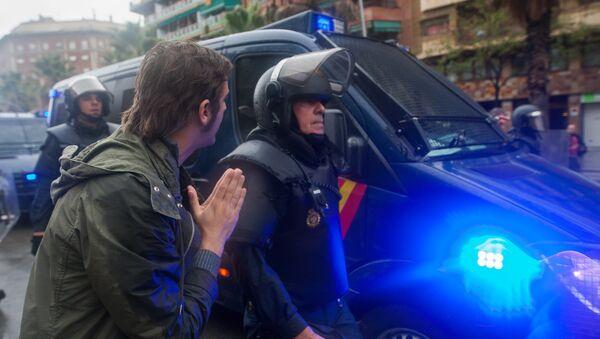 Столкновения у избирательных участков в ходе референдума о независимости Каталонии - Sputnik Узбекистан