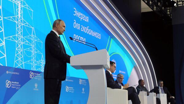 4 октября 2017. Президент РФ Владимир Путин выступает на пленарной сессии Энергия для глобального роста - Sputnik Ўзбекистон