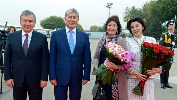 Prezident Almazbek Atambayev i Prezident Uzbekistana Shavkat Mirziyoyev s suprugami - Sputnik Oʻzbekiston