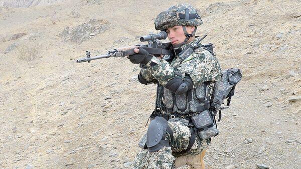 Военнослужащий узбекских ВС - Sputnik Узбекистан