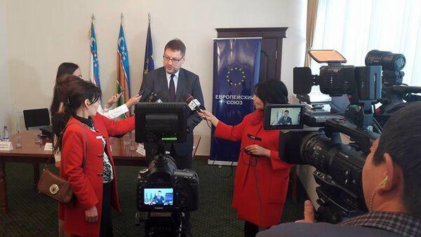 Пресс-конференция в Нукусе, посвященная Фестивалю Европейского кино - Sputnik Узбекистан