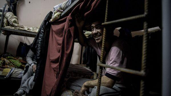 Иностранный рабочий в общежитии - Sputnik Узбекистан