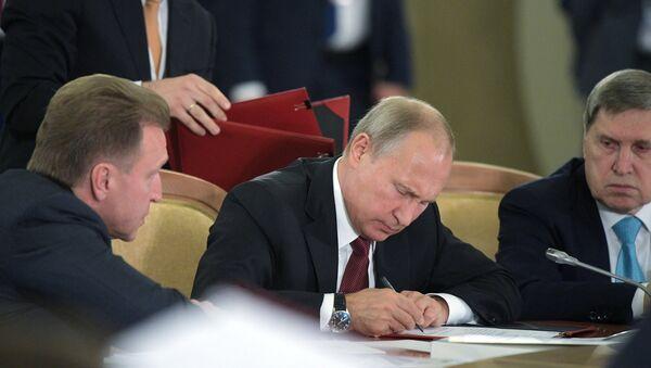 Prezident RF V. Putin prinimayet uchastiye v sammite YevrAzES - Sputnik Oʻzbekiston