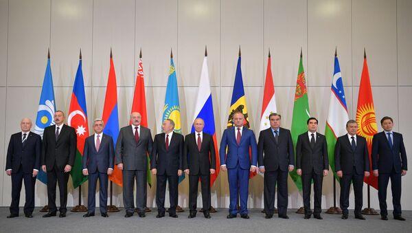 Президент РФ В. Путин принимает участие в заседании Совета глав государств СНГ - Sputnik Ўзбекистон