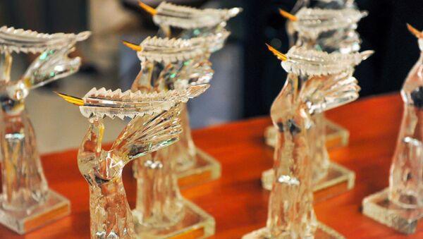 Statuetka premii Oltin Kalam - Sputnik Oʻzbekiston