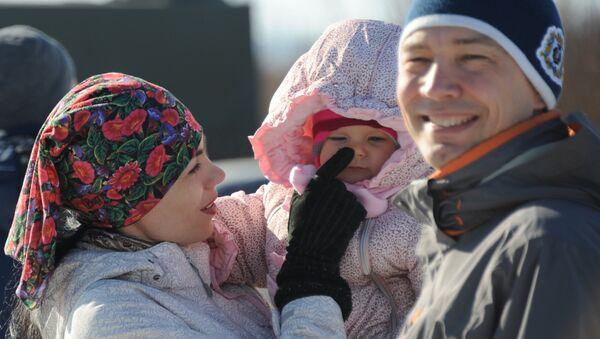 Счастливая семья, архивное фото - Sputnik Ўзбекистон