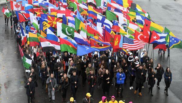 Карнавальное шествие в рамках XIX Всемирного фестиваля молодежи и студенчества - Sputnik Узбекистан