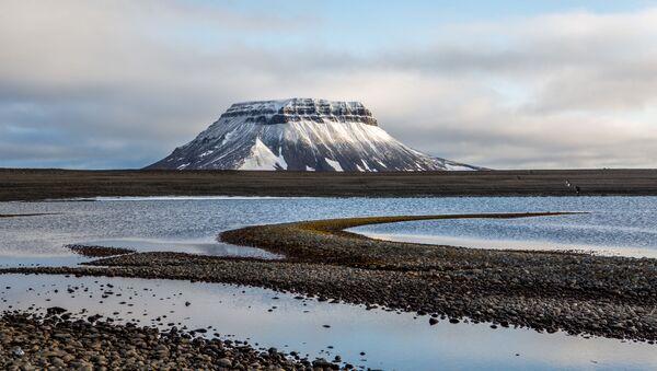Ландшафт острова Белл архипелага Земля Франца-Иосифа - Sputnik Ўзбекистон