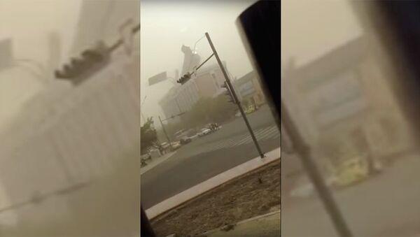 Ураган в Бухаре сорвал крышу здания - Sputnik Ўзбекистон