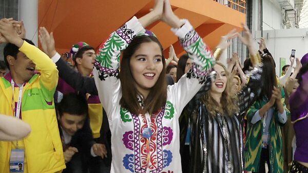 Таджикские студенты устроили флешмоб на ВФМС - Sputnik Узбекистан