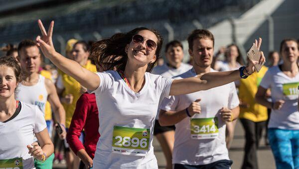 Участники фестивального инклюзивного забега на 2017 метров, проходящего в рамках Всемирного фестиваля молодежи и студентов в Сочи - Sputnik Ўзбекистон