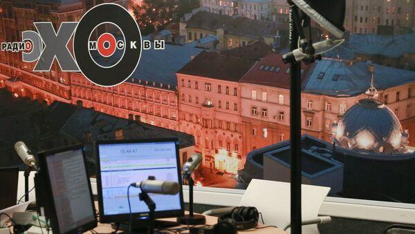 Неизвестный напал с ножом на ведущую в редакции Эхо Москвы - Sputnik Узбекистан