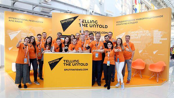 Корреспонденты Sputnik на ХIХ Всемирном фестивале молодежи и студентов (ВФМС) в Сочи - Sputnik Узбекистан