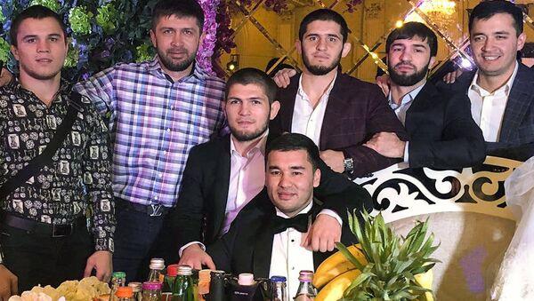 Xabib Nurmagomedov priletel v Andijan na svadbu druga - Sputnik Oʻzbekiston