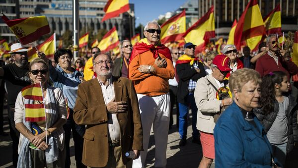 Акция в Мадриде в поддержку единства Испании - Sputnik Узбекистан