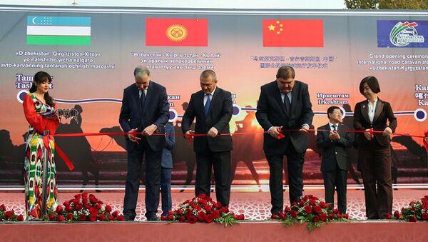 Церемония открытия международного пилотного автопробега по маршруту Ташкент – Андижан (Узбекистан) – Ош – Иркештам (Кыргызстан) – Кашгар (Китай) - Sputnik Узбекистан