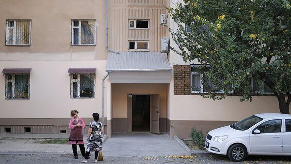 Подъезд дома в Ташкенте, где проживал в период с 1996 по 2006 год совершивший теракт в Нью-Йорке Сайфулло Саипов - Sputnik Ўзбекистон