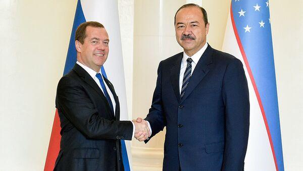 Председатель правительства РФ Дмитрий Медведев и премьер-министр Узбекистана Абдулла Арипов (справа) во время встречи - Sputnik Ўзбекистон