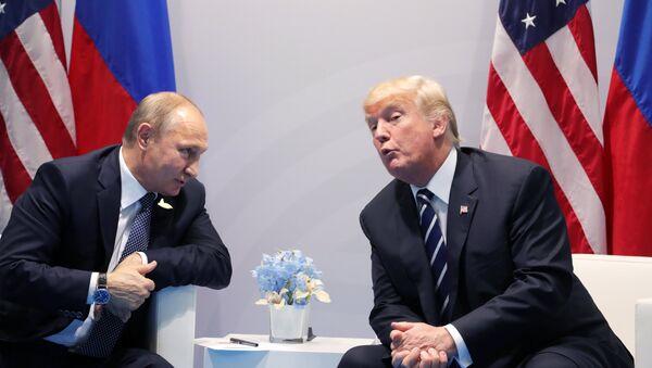 Президент РФ Владимир Путин и президент США Дональд Трамп  - Sputnik Узбекистан