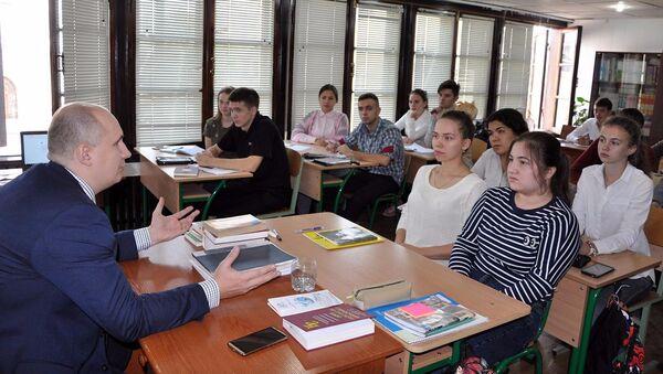 Презентация УрГЭУ в РЦНК в Ташкенте - Sputnik Ўзбекистон