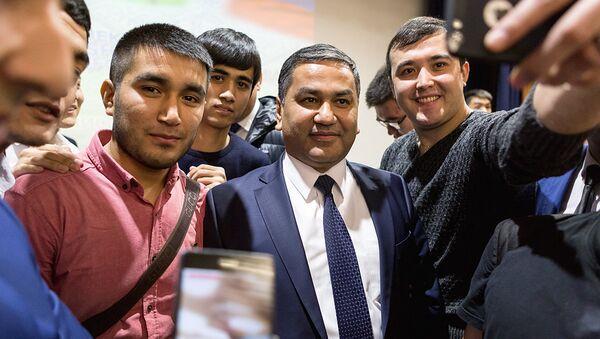 Встреча делегации Узбекистана с узбекистанскими студентами учащихся в Москве - Sputnik Ўзбекистон