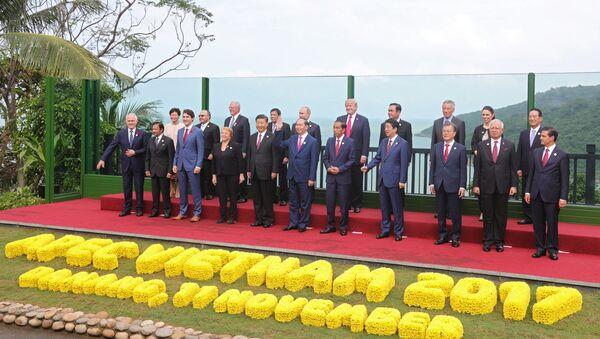Совместное фотографирование лидеров экономик форума АТЭС. - Sputnik Узбекистан