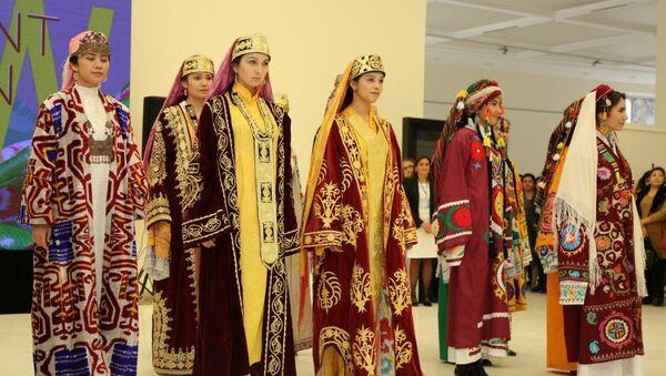 На Ташкентской неделе моды - Sputnik Узбекистан