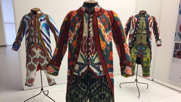 Французские дизайнеры сшили для Ташкентской недели моды ливреи из иката - Sputnik Узбекистан